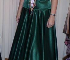 Hagyományőrző ruhák Lady, Womens Fashion, Skirts, Dresses, Style, Gowns, Women's Fashion, Dress, Feminine Fashion