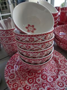 GreenGate Selma Red is back! Mixed with bowls Alba White