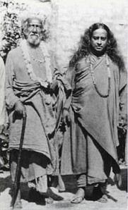 Paramhansa Yogananda con su gurú Sri Yukteswar