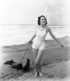 Maureen O'Sullivan May 1911 – June an Irish-American actress best known for playing Jane Porter in the Tarzan series of films during the era of Johnny Weissmuller. Maureen appeared in more than 60 films in a long career lasting from 1930 to the late Hollywood Fashion, Hollywood Glamour, Hollywood Beach, Hollywood Actresses, Golden Age Of Hollywood, Vintage Hollywood, Classic Hollywood, Hollywood Style, Maureen O'sullivan