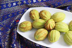 Kue ini memberikan aroma alami daun pandan. Sangat lezat, bisa dijual atau untuk buat sendiri untuk hidangan keluarga anda. tertarik untuk m...