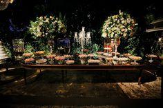 Decoração criada por Corintho Rodrigues. O casamento de Fernanda e Felipe, publicado no Euamocasamento.com. As fotos são de Romariz Studio. #euamocasamento #NoivasRio #Casabemcomvocê