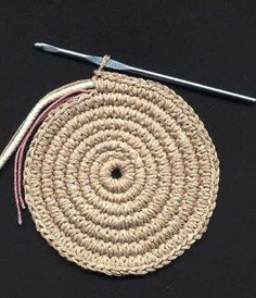 IHeart Organizing: DIY Lined Rope Basket with Handles DIY rope basket steps (but I would stitch it instead) Crochet placemats or rug. crochet round rug with cord (so I can learn and then do it with the rope lights) espiral Crochet Diy, Crochet Round, Crochet Home, Crochet Crafts, Yarn Crafts, Crochet Projects, Tutorial Crochet, Single Crochet, Piping Tutorial