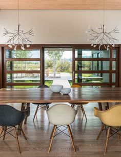 Heracleum II LED Chandeliers by @moooi in a contemporary Wyoming home