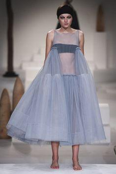 http://www.vogue.de/fashion-shows/kollektionen/fruehjahr-2018/london/molly-goddard/runway