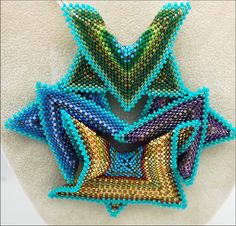 669-09A by Beadazzled of Oregon, via Flickr   5 or 6 points, expanded like a triangle