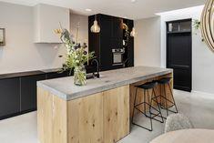 Custom kitchens - Custom wood, stone, steel and composite Woodmark - KARİSA Kitchen Chairs, Kitchen Dining, Kitchen Decor, Kitchen On A Budget, Kitchen Pantry, Custom Kitchens, Cool Kitchens, Küchen Design, House Design