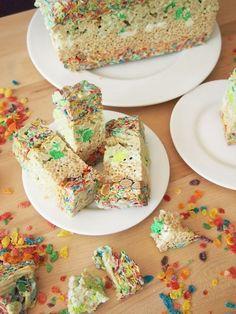Seven Layer Cereal Treats - Pies and Plots Best Dessert Recipes, Healthy Desserts, Fun Desserts, Cookie Recipes, Bar Recipes, Brownie Cake, Brownies, Cereal Treats, Dessert Bars