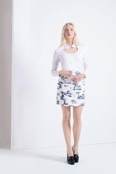 LOOK 1 // FEMME CARVEN Jupe imprimée Toile de Jouy en lin et coton, chemise popeline