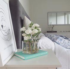 Lägenheten börjar sakta men säkert ta form #äng #vas #klong Mirror, House Styles, Interior, Flowers, Plants, Inspiration, Furniture, Ideas, Home Decor