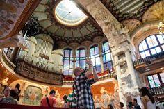 Palau de la Música - BARCELONA - La fachada antigua del Palau de la Música, monumento patrimonio mundial desde 1997, está decorada con el grupo escultórico 'La canción popular catalana', del artista Miguel Blay.