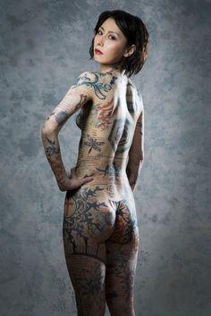 """鳥居みゆきが衝撃の""""全裸""""姿、全身に約7時間半かけたタトゥーメイク。のニュースを紹介"""