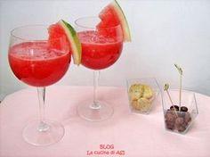 Un aperitivo cocomero prosecco una bevana ottima anche con il melone o il succo di pesca ..insomma a voi la scelta! Ricetta aperitivo cocomero prosecco