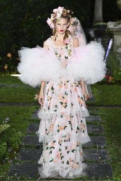 Fierce Julia Merkelbach at Rodarte Spring 2019 Ready-to-Wear Collection - Vogue New York Fashion, Fashion Week, Paris Fashion, Trendy Fashion, Runway Fashion, Spring Fashion, High Fashion, Fashion Trends, Women's Fashion