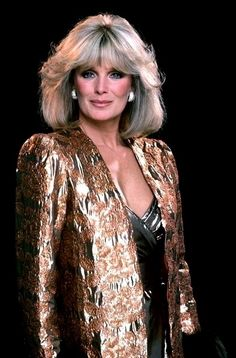 Linda Evans as Krystle Grant Jennings Carrington Linda Evans Dynasty, Beautiful Celebrities, Gorgeous Women, Dynasty Tv Show, Der Denver Clan, Hollywood Glamour, Classic Hollywood, Young And Beautiful, Famous Women