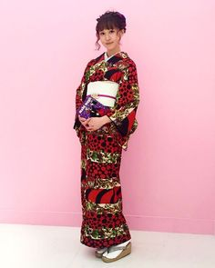 """伊勢志摩サミットフォトコンテストの受賞式には絶対着物!と思い梅屋の梅まりさんにお願いしました。柄は梅まりさんのオリジナルデザイン。モダンで可愛い柄です。着付けの中西先生、ヘッドドレスの荻原さんご協力ありがとうございます🦄💕 ・ Clothes 着物・スタイリング """"モダン着物小物 梅屋"""" 梅原麻里 @umemarippe 着付け 葉ごろも着付け教室 中西美幸 @hagoromo_miyuki ヘッドドレス 洒落水引 荻原加寿美 @kazumi_kimono ヘア 那須 陽子(SHIMA) @nasup"""
