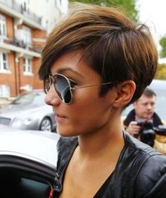 nice Short Haircut For Thick Hair For Wavy, Curly And Straight Hair - If you're gifted with thick hair by nature, you're the lucky one from so many women around the world. You've never had problem to deal with hair limp or lack of hairstyles. Be clean and tidy, thick ... ... http://creativewedding.co/short-haircut-for-thick-hair-for-wavy-curly-and-straight-hair/ - creativewedding.co
