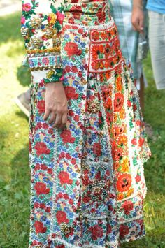 Colourful Outfits, Unique Outfits, Hungarian Embroidery, Bohemian Blouses, Folk Dance, Folk Costume, Ethnic Fashion, Beautiful Patterns, Art Music