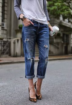 look destroyed jeans coffe starbucks scarpin animal print