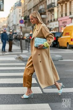 The Best Street Style from Paris Haute Couture Fashion Week SS/2020 Mode Outfits, Stylish Outfits, Fashion Outfits, Fashion Weeks, Fashion Tips, Street Style Looks, Street Style Women, Mantel Styling, Paris Street Fashion