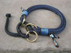 Über dieses Halsband freut sich jeder Hund. Mit Zugstopp. Durch die Schlaufe am Ende des Bändchens, kann das Halsband vergrößert werden, um es dem Hund einfach überstreifen zu können. Dann...