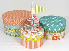 DIY Cake Box - get a round box with the respective circumfence, cut a hole in the bottom and place cake on cakeboard inside - that way one can lift the cake from the bottom
