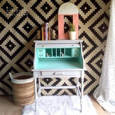 Our Favorite #DIY Desks From HGTV Fans >> http://blog.hgtv.com/design/2015/08/13/hgtvmakeover-diy-desks-for-back-to-school-season/?soc=pinterest