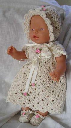 Hekleoppskrift på kjolesett til Babyborn, eller andre dukker ca 42 – 45 cm lange: 1) http://web.archive.org/web/20160407091009/http://www.hekleguri.com/26231621 2) http://unnitt.blogspot.com/2012/05/hekleoppskrift-pa-kjolesett-til.html