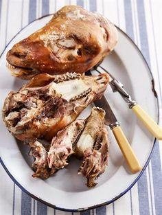Diegene wat weet, sê die kop is die lekkerste deel van die skaap! Chicken Liver Recipes, Lamb Recipes, Meat Recipes, Wine Recipes, Cooking Recipes, Healthy Recipes, South African Dishes, South African Recipes, Braai Recipes