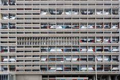 Un regards sur l'architecture de Le Corbusier, celle qui reste le jeu savant  des volumes sous la lumière http://www.blog-habitat-durable.com/un-regards-sur-larchitecture-de-le-corbusier-pour-quelle-reste-le-jeu-savant-des-volumes-sous-la-lumiere/