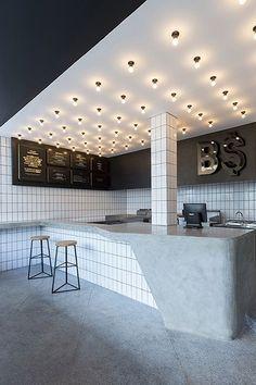 The cool minimalism of Bali s BO MAN burger bar The cool minimalism of Bali s BO MAN burger bar Anna D aaaannnna restaurants interiordesign portable bar home bar design bar stools nbsp hellip Ceiling design Tor Design, Cafe Design, House Design, Design Design, Home Bar Counter, Cafe Counter, Bar Kitchen, Bar Counter Design, Food Counter
