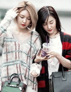 Photos That Prove Girls' Generation Members Are Sisters For Life — Koreaboo South Korean Girls, Korean Girl Groups, Sooyoung Snsd, Young Ones, Soo Young, 1 Girl, Height And Weight, Airport Style, Forever Young