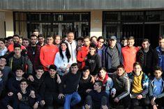 Ümraniyesporlu futbolcular Atatürk Mesleki Teknik Anadolu Lisesi'nde düzenlenen Kültür-Sanat Okulda Başlar programına katıldı. Dresses, Fashion, Vestidos, Moda, Fashion Styles, Dress, Fashion Illustrations, Gown, Outfits