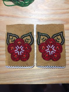 Beaded Glove Tops by Alaska Beadwork Native Beading Patterns, Bead Embroidery Patterns, Beaded Embroidery, Embroidery Designs, Indian Beadwork, Native Beadwork, Native American Beadwork, Fabric Beads, Beaded Bags