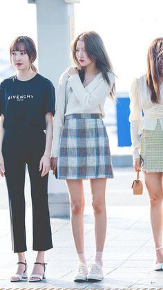 Gfriend-Sowon 190719 Incheon Airport to Singapore Blackpink Fashion, Kpop Fashion Outfits, Fashion Poses, Asian Fashion, Daily Fashion, South Korea Fashion, Airport Fashion Kpop, Gfriend Sowon, Airport Style