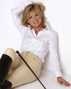 ☺ Anthea Turner - That smile is the sun itself. Equestrian Chic, Equestrian Girls, Equestrian Outfits, Equestrian Fashion, Sexy Older Women, Classy Women, Sexy Women, Country Fashion, Tv Presenters