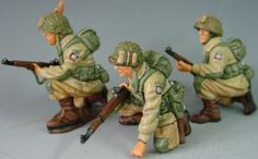 World War II U.S. 82nd Airborne DD020 Kneeling Ready - Made by King and Country Military Miniatures and Models. Factory made, hand assembled, painted and boxed in a padded decorative box. Excellent gift for the enthusiast.