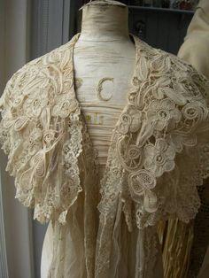 Divine antique tulle lace Victorian wedding shoulder cape shawl mantilla 1890s