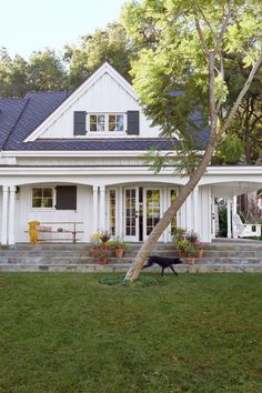 This couple opted to spend their golden years inthe Golden State, on a 4-acre property in sunnyOjai, California. And while the house, whichserved as the area's first winery in the 1890s,offered plenty of history, it lacked character. They decided to turn it into a more traditional farmhouse.
