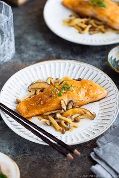 Quick, easy, and delicious Miso Butter Salmon! Everything is ready in less than 30 minutes, perfect for a healthy weeknight dinner. Salmon Recipes, Fish Recipes, Seafood Recipes, Asian Recipes, Vietnamese Recipes, Butter Salmon, Easy Japanese Recipes, Japanese Food, Steak