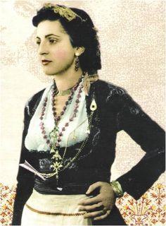 www.villsethnoatlas.wordpress.com (Grecy, Greeks) Cretan woman - Greek costume