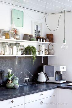 heimatbaum - wild & schön Monochrome kitchen with shades of green