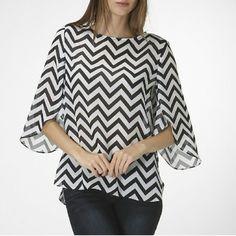 🌀1 hr sale🌀 Chevron Tulip Sleeve Top Hot Chevron pattern tulip sleeve top!!!💕💕💕 100% polyester Tops Blouses