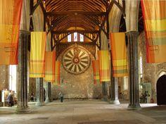 città di Winchester con la magnifica cattedrale normanna, e la leggendaria Tavola Rotonda di Re Artù.          winchester