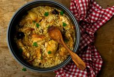 Wanna make Instant Pot Chinese Chicken Rice? Oh and I also have FREE pressure cooker recipes especially for you :) Greek Recipes, Rice Recipes, Asian Recipes, Ethnic Recipes, Recipies, Coconut Chicken, Chicken Rice, Chicken Mushrooms, Bbq Chicken
