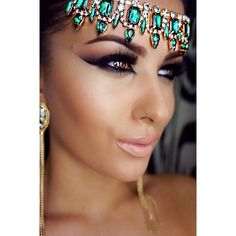 I love AMREZY and all her makeup she does!