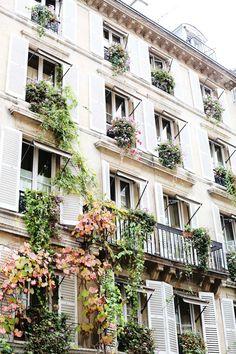 Travel Inspiration for France - Paris Paris Architecture, Beautiful Architecture, Architecture Classique, French Architecture, Oh The Places You'll Go, Places To Travel, Vacation Places, Tuileries Paris, I Love Paris