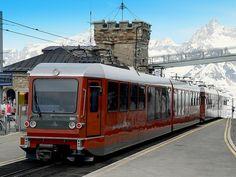 Suisse, la gare terminus Gornergrat à 3100 m d'altitude du train à crémaillère pour le Cervin