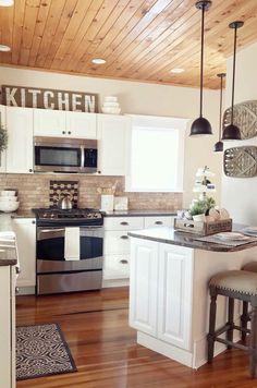38 Gorgeous Farmhouse Kitchen Island Decor Ideas - Popy Home Farmhouse Kitchen Island, Kitchen Island Decor, Kitchen Redo, New Kitchen, Farmhouse Decor, Kitchen Small, Kitchen Cabinets, Kitchen Flooring, Farmhouse Kitchens
