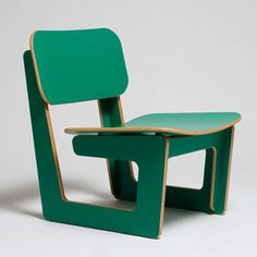 Azul Cadenas: ARRé Design Capital Chair Green, at off! Design Furniture, Kids Furniture, Black Furniture, Chair Design, Office Furniture, Interior Exterior, Interior Design, Deco Design, Design Design